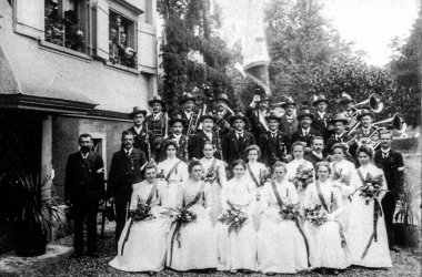 Fahnenweihe von 1903 – Vor dem Gasthaus Traube