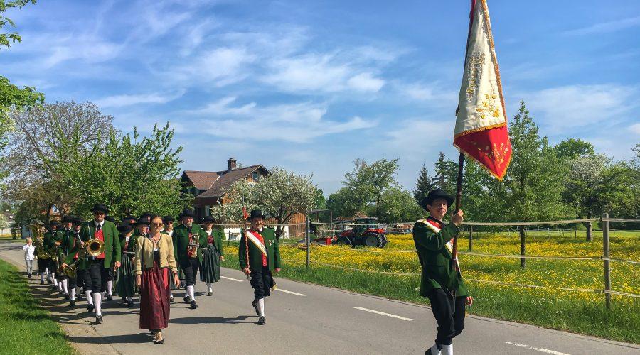 Maiblasen – Marschmusik durchs Dorf